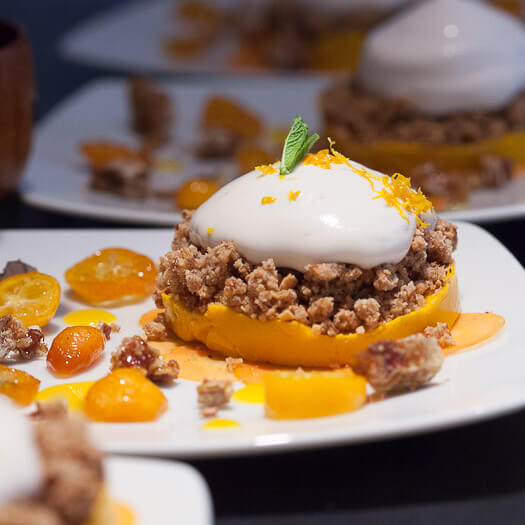 Fondant de carottes, crumble amandes/orange, mousse à la fleur d'oranger, kumquat confit, réduction d'orange et carpaccio de carottes marinées au jus d'orange<span>Par Solenne et Priscilla</span>